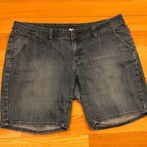 Old navy plus Jean shorts size 18.